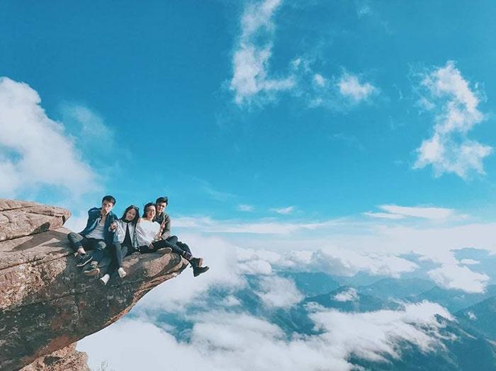 Mỏm đá sống ảo trên đỉnh Pha Luông, Mộc Châu
