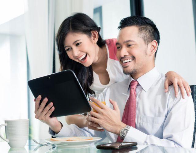 Đồng nghiệp thân thiết sẽ giúp bạn giải tỏa căng thẳng trong các câu chuyện