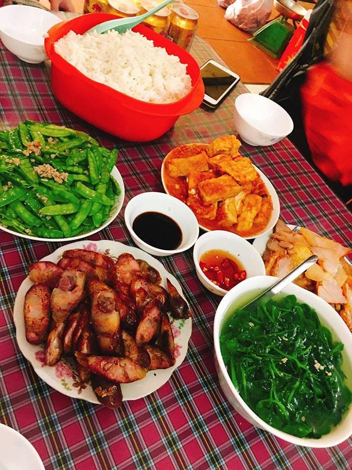 Bữa trưa ở phố cổ Đồng Văn