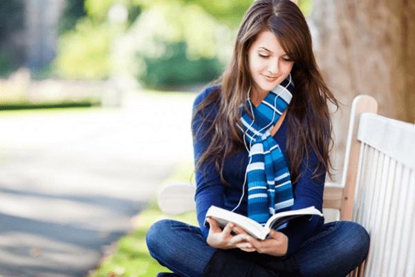 Đọc sách là thói quen bổ ích vừa thư giãn lại vừa có thể trau dồi kiến thức cho bản thân