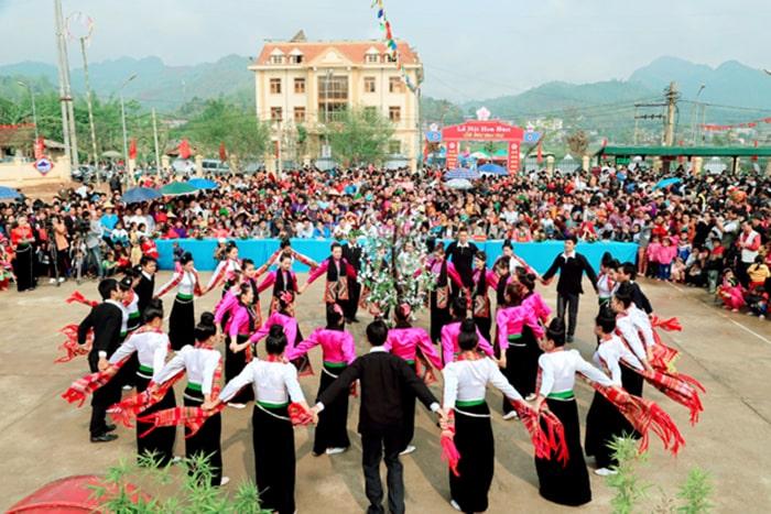 Lễ hội hoa ban ở Mộc Châu