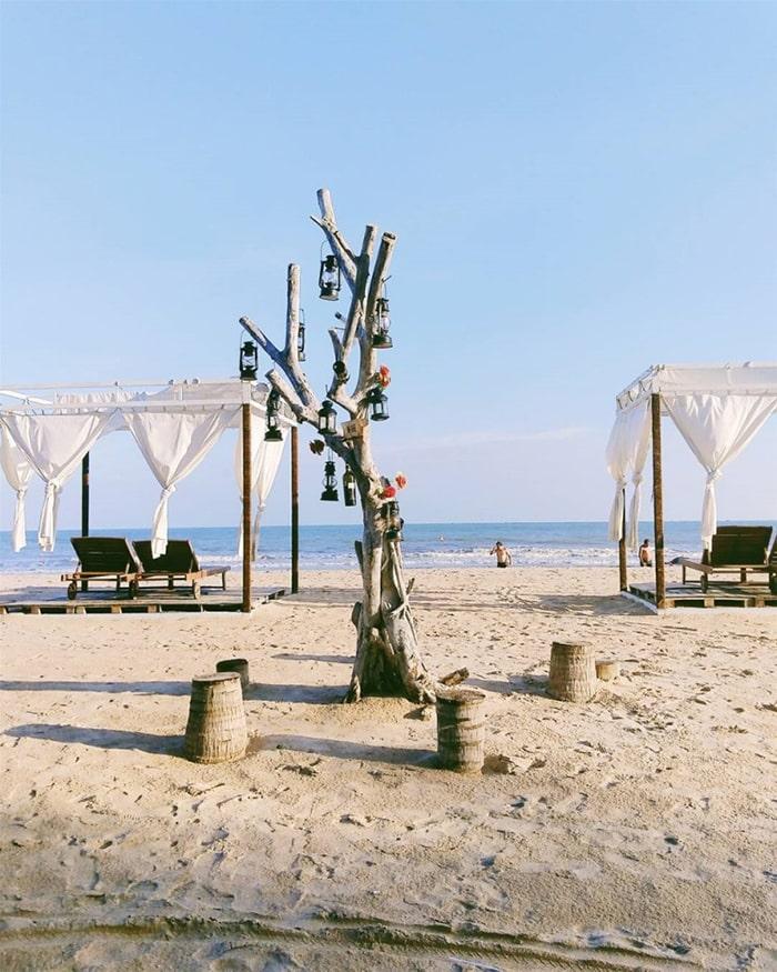 Cam Bình Resort với màu trắng chủ đạo