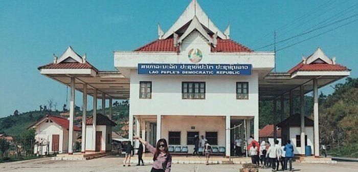 Kinh nghiệm đi Cửa khẩu Lóng Sập và chợ Lào Mộc Châu