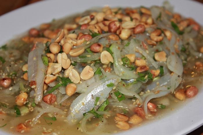 Gỏi cá mai là món ăn đặc sản ở LaGi