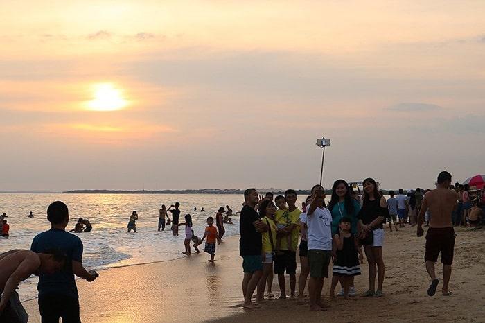 Hoàng hôn trên bãi biển Cam Bình