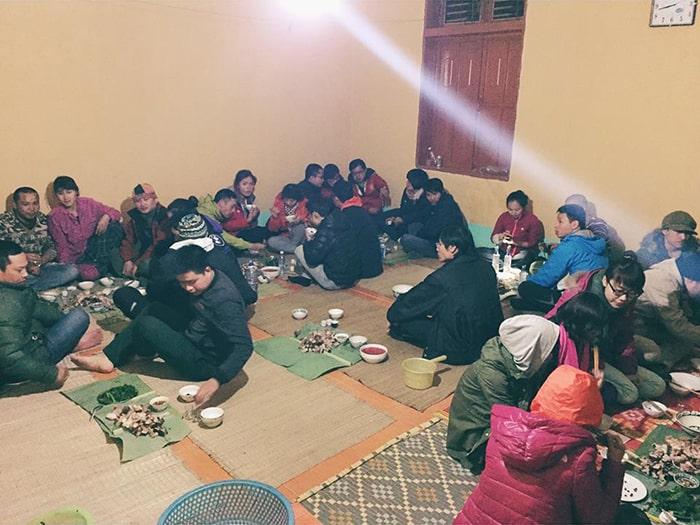 Bữa tối với các anh bộ đội ở đồn biên phòng Pha Luông
