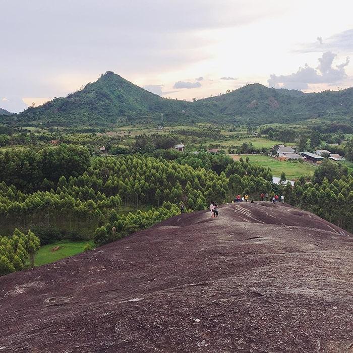 Đỉnh núi đá Voi ở Buôn Mê Thuột