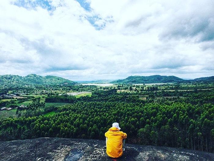 Quang cảnh đứng từ trên đỉnh núi đá Voi - Buôn Ma Thuột