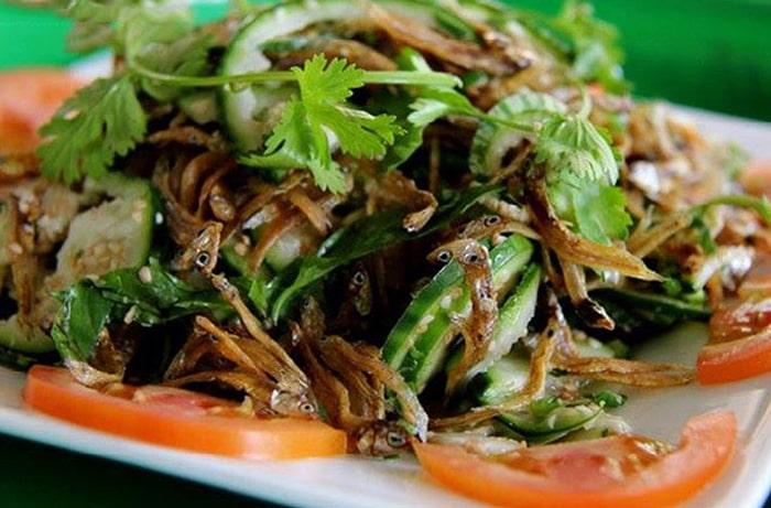 Món gỏi cà đắng cá cơm độc đáo ở Buôn Mê Thuột