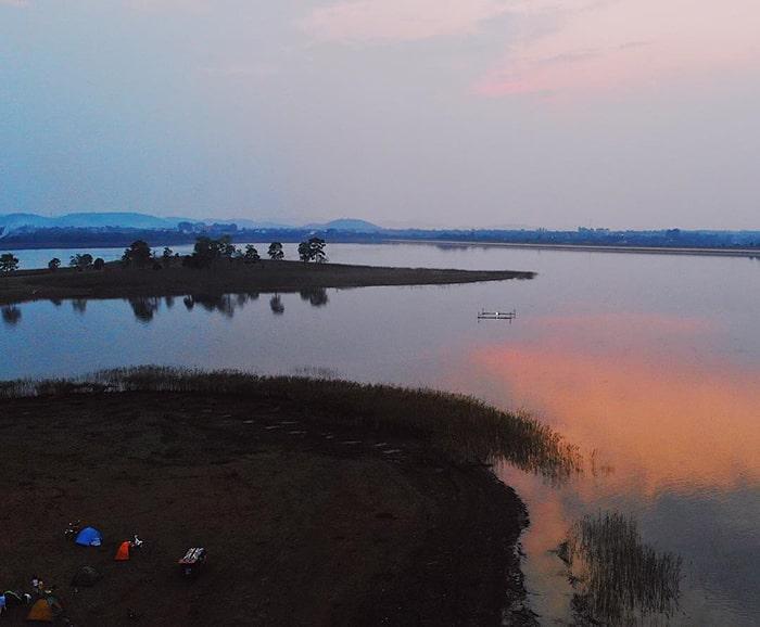 Cắm trại bên hồ Eakao