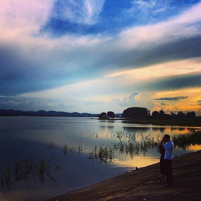 Hồ Eakao chiều hoàng hôn