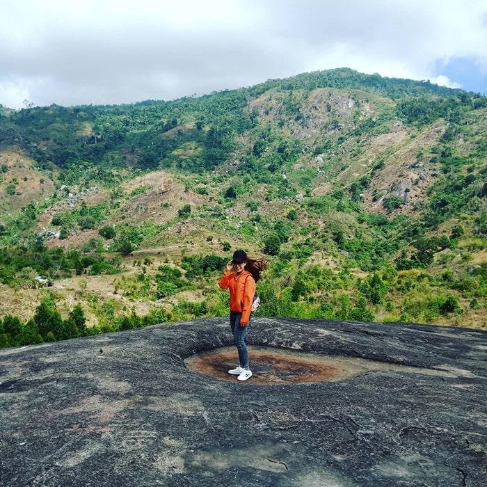 Trên đỉnh núi đá Voi - Buôn Mê Thuột