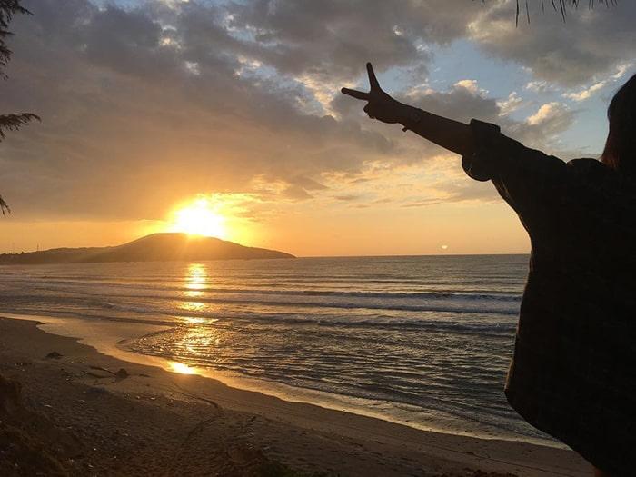 Bình mình trên bãi biển Hòn Rơm