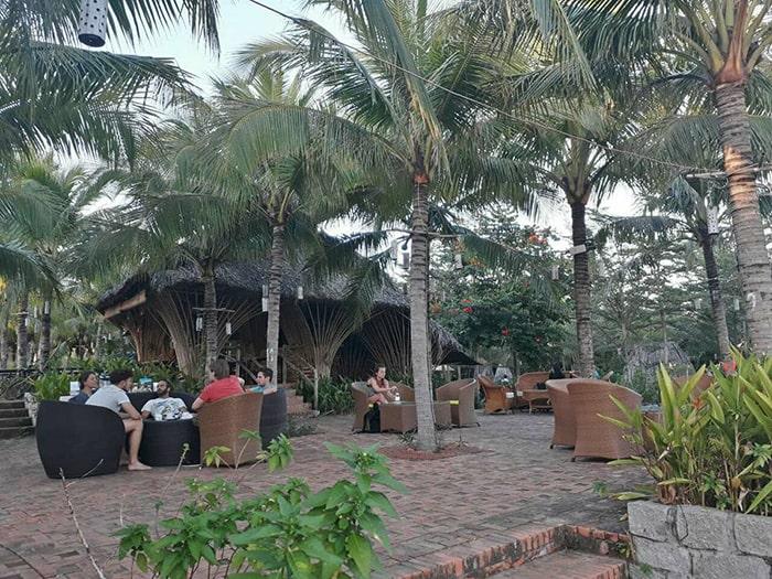 Không gian cafe ở Mũi Né Xưa hostel