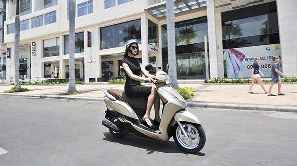 Phụ nữ mang thai 3 tháng đầu có nên đi xe máy không?