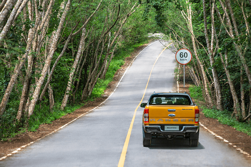 Bạn nên hạn chế dừng xe nơi vắng vẻ, ít người qua lại